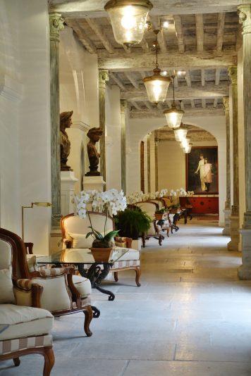 Les Pres d'Eugenie hallway