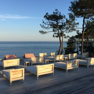 La Coorniche outdoor beds morning