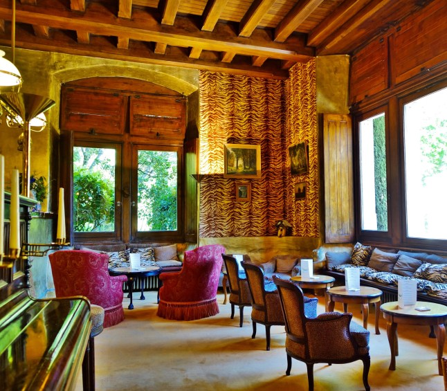 Chateau de Riell Out of Africa bar