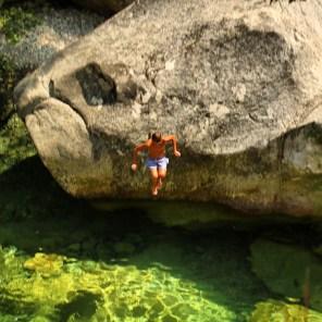 Gorge de Restonica kid jumping