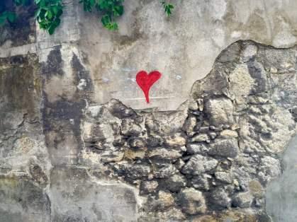 Porto graffiti heart