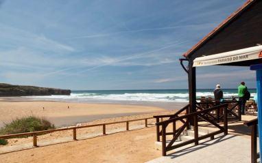 Praia Amoreira restaurante view