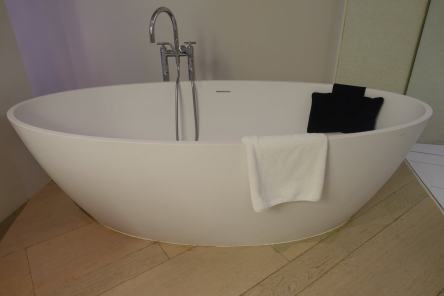 The Mercer Barcelona bath tub