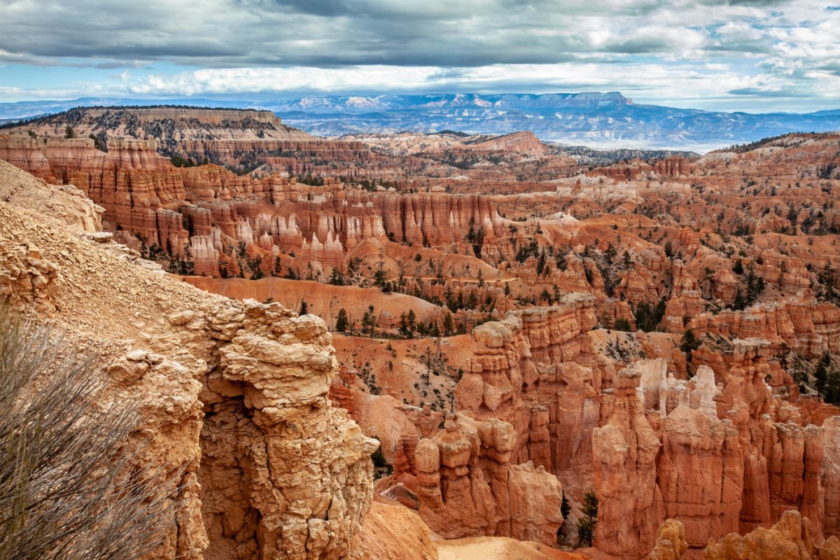 Sunset Point on the Queens Garden Trail Navajo Loop Combination Hike - Best Hike at Bryce Canyon National Park Best photo spots Bryce Canyon National Park #vezzaniphotography