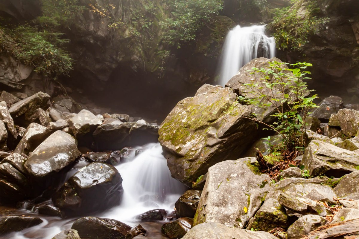 Grotto Falls Hike along the Trillium Gap Trail on the Roaring Fork Motor Nature Trail at Great Smoky Mountains National Park #vezzaniphotography