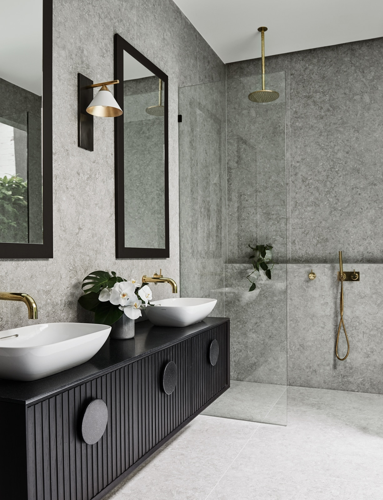 10 stunning stone tile bathroom designs