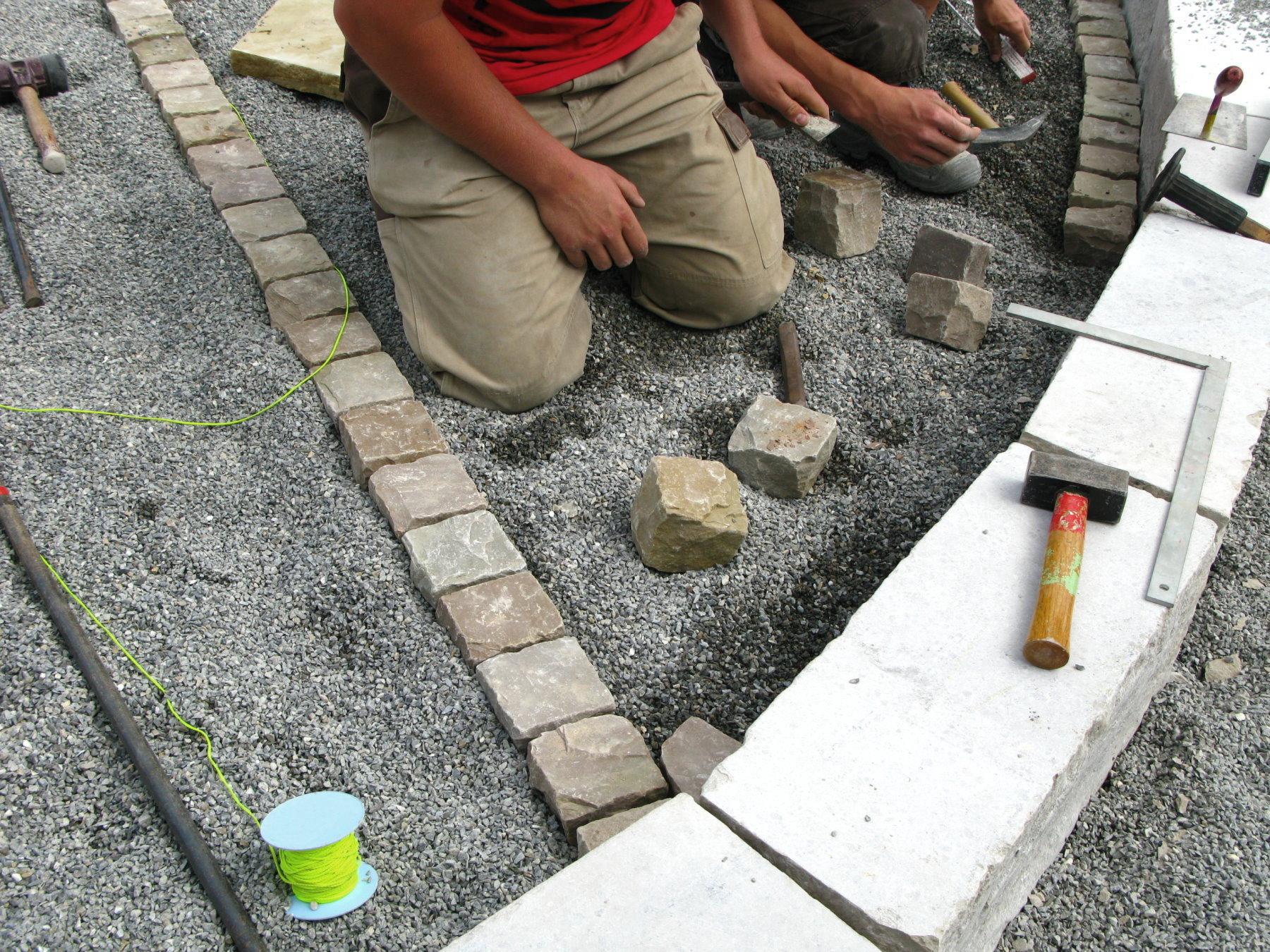 https homeguides sfgate com type gravel use pavers 36466 html