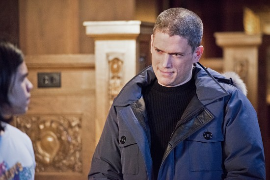 """The Flash--""""Rogue Time""""--image FLA116A_0481b--Pictured: (L-R) Carlos Valdes as Cisco Ramon and Wentworth Miller as Leonard Snart/Captain Cold--Photo: Dean Buscher/The CW--© 2015 The CW Network, LLC. All rights reserved."""