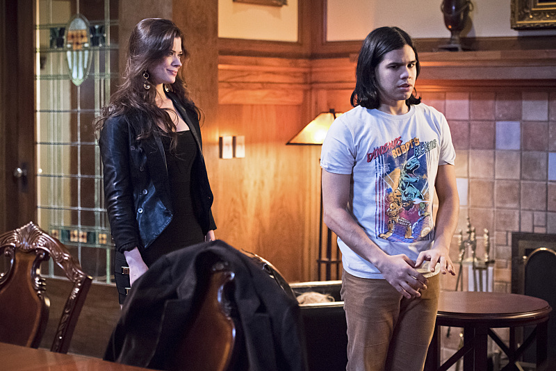 """The Flash--""""Rogue Time""""--image FLA116A_0441b--Pictured: (L-R) Peyton List as Lisa Snart and Carlos Valdes as Cisco Ramon--Photo: Dean Buscher/The CW--© 2015 The CW Network, LLC. All rights reserved."""