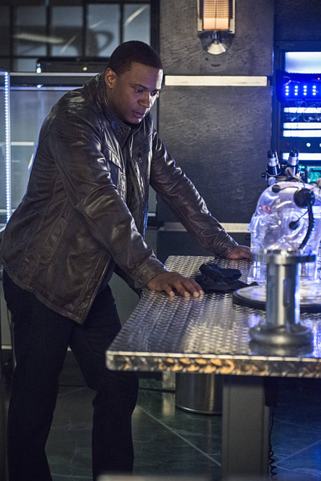 "Arrow -- ""Al Sah-Him"" -- Image AR321B_0020b -- Pictured: David Ramsey as John Diggle -- Photo: Cate Cameron/The CW -- © 2015 The CW Network, LLC. All Rights Reserved."