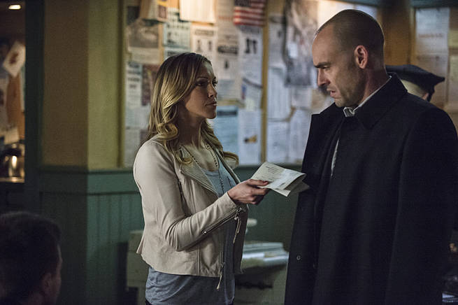 """Arrow -- """"Broken Arrow"""" -- Image AR319B_0269b--Pictured (L-R): Katie Cassidy as Laurel Lance and Paul Blackthorne as Quentin Lance -- Photo: Cate Cameron/The CW -- © 2015 The CW Network, LLC. All Rights Reserved."""