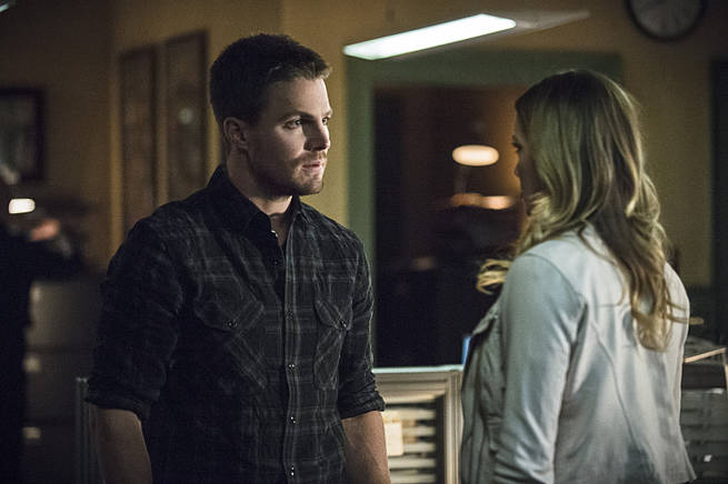 """Arrow -- """"Broken Arrow"""" -- Image AR319B_0211b--Pictured (L-R): Stephen Amell as Oliver Queen and Katie Cassidy as Laurel Lance -- Photo: Cate Cameron/The CW -- © 2015 The CW Network, LLC. All Rights Reserved."""