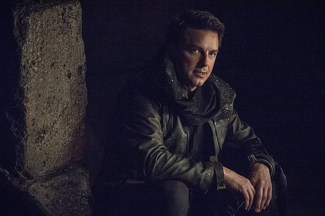"""Arrow -- """"My Name is Oliver Queen"""" -- Image AR323A_0046b -- Pictured: John Barrowman as Malcolm Merlyn -- Photo: Cate Cameron/The CW -- © 2015 The CW Network, LLC. All Rights Reserved."""