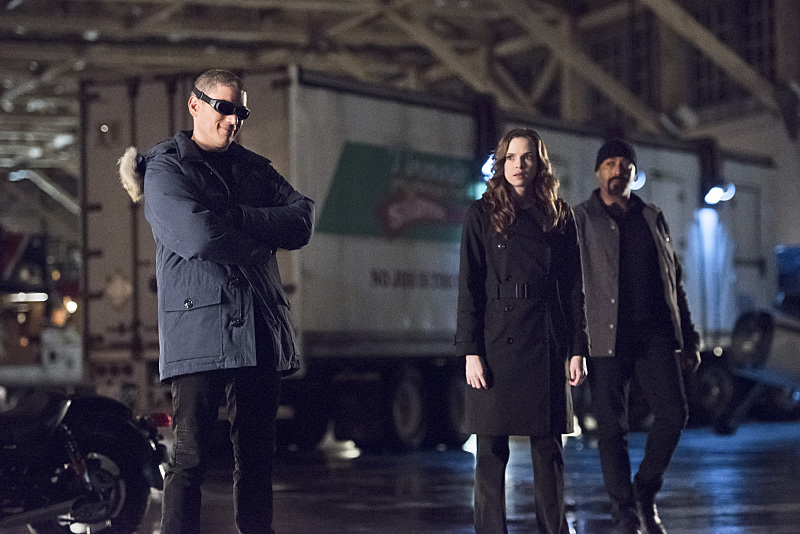 """The Flash -- """"Rogue Air"""" -- Image FLA122A_0078b -- Pictured (L-R): Wentworth Miller as Leonard Snart / Captain Cold, Danielle Panabaker as Caitlin Snow and Jesse L. Martin as Detective Joe West -- Photo: Dean Buscher/The CW -- © 2015 The CW Network, LLC. All rights reserved."""
