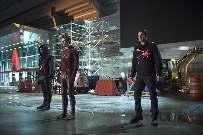 """The Flash -- """"Rogue Air"""" -- Image FLA122B_0255b -- Pictured (L-R): Stephen Amell as Oliver Queen / Arrow, Grant Gustin as Barry Allen / The Flash and Robbie Amell as Ronnie / Firestorm -- Photo: Diyah Pera/The CW -- © 2015 The CW Network, LLC. All rights reserved."""