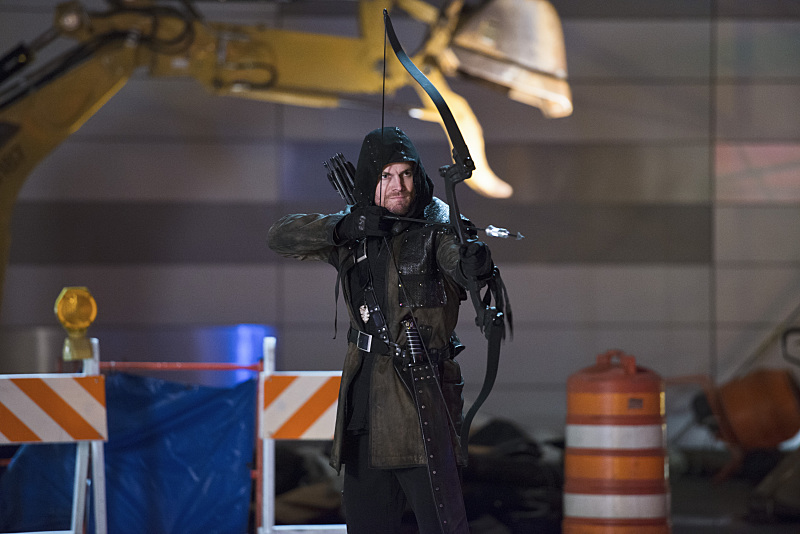 """The Flash -- """"Rogue Air"""" -- Image FLA122B_0389b -- Pictured: Stephen Amell as Oliver Queen / Arrow  -- Photo: Diyah Pera/The CW -- © 2015 The CW Network, LLC. All rights reserved."""