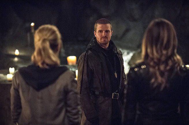 """Arrow -- """"This is Your Sword"""" -- Image AR322B_0129b -- Pictured: Stephen Amell as Oliver Queen -- Photo: Cate Cameron/The CW -- © 2015 The CW Network, LLC. All Rights Reserved."""
