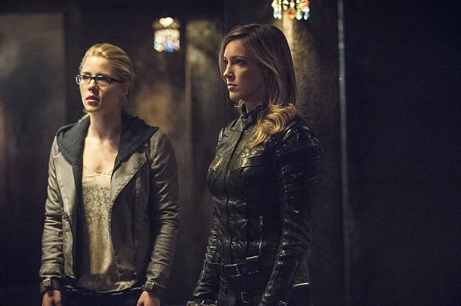 """Arrow -- """"This is Your Sword"""" -- Image AR322B_0037b -- Pictured (L-R): Emily Bett Rickards as Felicity Smoak and Katie Cassidy as Laurel Lance -- Photo: Cate Cameron/The CW -- © 2015 The CW Network, LLC. All Rights Reserved."""
