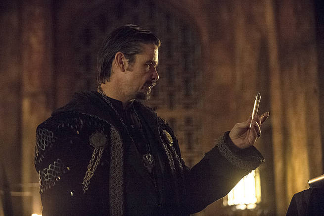 """Arrow -- """"This is Your Sword"""" -- Image AR322A_0084b -- Pictured: Matt Nable as Ra's al Ghul -- Photo: Cate Cameron/The CW -- © 2015 The CW Network, LLC. All Rights Reserved."""
