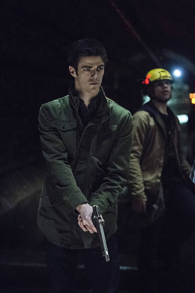 """The Flash -- """"Grodd Lives"""" -- Image FLA121A_0248b -- Pictured (L-R): Grant Gustin as Barry Allen and Carlos Valdes as Cisco Ramon -- Photo: Cate Cameron/The CW -- © 2015 The CW Network, LLC. All rights reserved."""