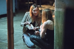 """Arrow -- """"Beyond Redemption"""" -- Image AR405B_0062b.jpg -- Pictured (L-R): Katie Cassidy as Laurel Lance and Caity Lotz as Sara Lance -- Photo: Dean Buscher/ The CW -- © 2015 The CW Network, LLC. All Rights Reserved."""