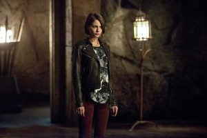 "Arrow -- ""Restoration"" -- Image AR403B_0138b.jpg -- Pictured: Willa Holland as Thea Queen -- Photo: Diyah Pera /The CW -- © 2015 The CW Network, LLC. All Rights Reserved."