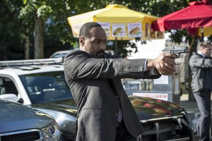"""The Flash -- """"The Man Who Saved Central City"""" -- Image FLA201a_0467b -- Pictured: Jesse L. Martin as Detective Joe West -- Photo: Cate Cameron /The CW -- © 2015 The CW Network, LLC. All rights reserved"""