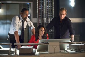 """The Flash -- """"Gorilla Warfare"""" -- Image FLA207B_0292b.jpg -- Pictured (L-R): Jesse L. Martin as Detective Joe West, Candice Patton as Iris West and John Wesley Shipp as Henry Allen -- Photo: Cate Cameron/The CW -- © 2015 The CW Network, LLC. All rights reserved."""