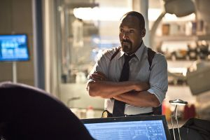 """The Flash -- """"Gorilla Warfare"""" -- Image FLA207B_0253b.jpg -- Pictured: Jesse L. Martin as Detective Joe West -- Photo: Cate Cameron/The CW -- © 2015 The CW Network, LLC. All rights reserved."""