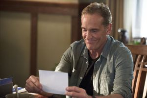 """The Flash -- """"Gorilla Warfare"""" -- Image FLA207A_0401b.jpg -- Pictured: John Wesley Shipp as Henry Allen -- Photo: Diyah Pera/The CW -- © 2015 The CW Network, LLC. All rights reserved."""