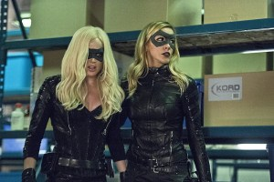 """Arrow -- """"Lost Souls"""" -- Image AR406B_0170b.jpg -- Pictured (L-R): Caity Lotz as Sara Lance and Katie Cassidy as Laurel Lance -- Photo: Cate Cameron/ The CW -- © 2015 The CW Network, LLC. All Rights Reserved."""