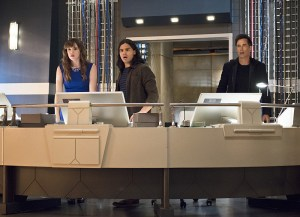 "The Flash -- ""Enter Zoom"" -- Image FLA206C_0004b.jpg -- Pictured (L-R): Danielle Panabaker as Caitlin Snow, Carlos Valdes as Cisco Ramon and Tom Cavanagh as Harrison Wells  -- Photo: Cate Cameron/The CW -- © 2015 The CW Network, LLC. All rights reserved."