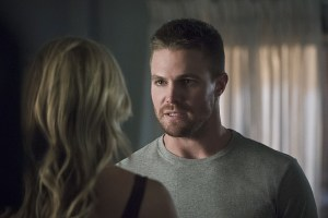 """Arrow -- """"Haunted"""" -- Image AR404A_0093b.jpg -- Pictured (L-R): Katie Cassidy as Laurel Lance and Stephen Amell as Oliver Queen -- Photo: Katie Yu/ The CW -- © 2015 The CW Network, LLC. All Rights Reserved."""