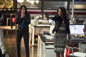 """The Flash -- """"The Darkness and the Light"""" -- Image FLA205B_0103b.jpg -- Pictured (L-R): Malese Jow as Linda Park and Candice Patton as Iris West -- Photo: Cate Cameron/The CW -- © 2015 The CW Network, LLC. All rights reserved."""