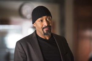 "The Flash -- ""The Reverse Flash Returns"" -- Image FLA211a_0013b -- Pictured: Jesse L. Martin as Detective Joe West -- Photo: Diyah Pera/The CW -- © 2016 The CW Network, LLC. All rights reserved."