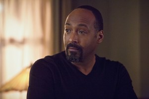 """The Flash -- """"Potential Energy"""" -- Image FLA210a_0286b -- Pictured: Jesse L. Martin as Detective Joe West -- Photo: Jack Rowand/The CW -- © 2016 The CW Network, LLC. All rights reserved."""