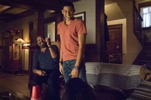 """The Flash -- """"King Shark"""" -- Image FLA215a_0067b -- Pictured (L-R): Jesse L. Martin as Detective Joe West and Keiynan Lonsdale as Wally West -- Photo: Cate Cameron/The CW -- © 2016 The CW Network, LLC. All rights reserved."""