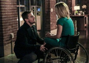 """Arrow -- """"Sins of the Father"""" -- Image ARR413a_0047b.jpg -- Pictured (L-R):  Stephen Amell as Oliver Queen and Emily Bett Rickards as Felicity Smoak -- Photo: Bettina Strauss/ The CW -- © 2016 The CW Network, LLC. All Rights Reserved."""