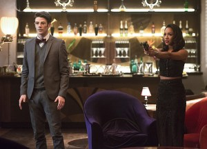 "The Flash -- ""Welcome to Earth-2"" -- Image FLA213b_0348b.jpg -- Pictured (L-R): Grant Gustin as Barry Allen and Candice Patton as Iris West -- Photo: Diyah Pera/The CW -- © 2016 The CW Network, LLC. All rights reserved"