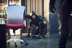 """Arrow -- """"Beacon of Hope"""" -- Image AR417b_0035b.jpg -- Pictured: Stephen Amell as Green Arrow -- Photo: Dean Buscher/The CW -- © 2016 The CW Network, LLC. All Rights Reserved."""