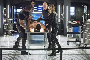 "Arrow -- ""Beacon of Hope"" -- Image AR417a_0385b.jpg -- Pictured (L-R): David Ramsey as John Diggle, Echo Kellum as Curtis Holt, Stephen Amell as Oliver Queen, Paul Blackthorne as Detective Quentin Lance and Katie Cassidy as Laurel Lance -- Photo: Dean Buscher/The CW -- © 2016 The CW Network, LLC. All Rights Reserved."