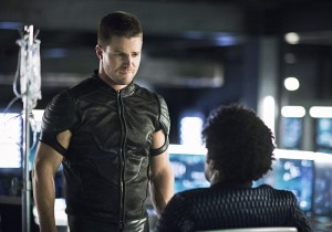 """Arrow -- """"Beacon of Hope"""" -- Image AR417a_0279b.jpg -- Pictured (L-R): Stephen Amell as Oliver Queen and Echo Kellum as Curtis Holt -- Photo: Dean Buscher/The CW -- © 2016 The CW Network, LLC. All Rights Reserved."""