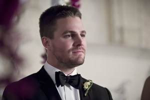 """Arrow -- """"Broken Hearts"""" -- Image AR416a_0169b.jpg -- Pictured: Stephen Amell as Oliver Queen -- Photo: Katie Yu/The CW -- © 2016 The CW Network, LLC. All Rights Reserved."""