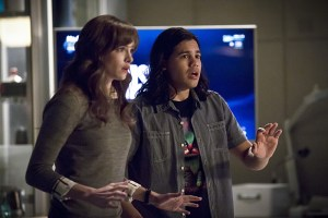"""The Flash -- """"Trajectory"""" -- Image FLA216b_0103b -- Pictured (L-R): Danielle Panabaker as Caitlin Snow and Carlos Valdes as Cisco Ramon -- Photo: Katie Yu/The CW -- © 2016 The CW Network, LLC. All rights reserved."""