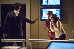 """The Flash -- """"Trajectory"""" -- Image FLA216b_0047b -- Pictured (L-R): Tom Cavanagh as Harrison Wells, Allison Paige as Trajectory, and Violett Beane as Jesse -- Photo: Katie Yu/The CW -- © 2016 The CW Network, LLC. All rights reserved."""
