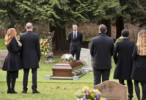 """Arrow -- """"Canary Cry"""" -- Image AR419b_0010b.jpg -- Pictured: Stephen Amell as Oliver Queen -- Photo: Diyah Pera/The CW -- © 2016 The CW Network, LLC. All Rights Reserved."""