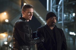 """The Flash -- """"The Race of His Life"""" -- Image: FLA223b_0030b.jpg -- Pictured (L-R): Teddy Sears as Jay Garrick and Jesse L. Martin as Detective Joe West -- Photo: Katie Yu/The CW -- © 2016 The CW Network, LLC. All rights reserved."""