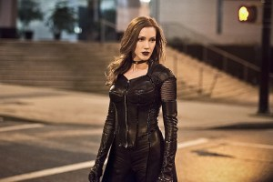 "The Flash -- ""Invincible"" -- Image: FLA222a_0541b.jpg -- Pictured: Katie Cassidy as Black Siren -- Photo: Dean Buscher/The CW -- © 2016 The CW Network, LLC. All rights reserved."