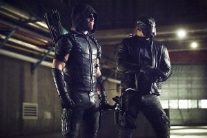 """Arrow -- """"Monument Point"""" -- Image AR421a_0275b.jpg -- Pictured (L-R): Stephen Amell as Green Arrow and David Ramsey as John Diggle -- Photo: Dean Buscher/The CW -- © 2016 The CW Network, LLC. All Rights Reserved."""