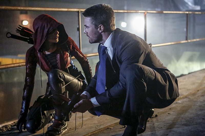 """Arrow -- """"Legacy"""" -- Image AR501c_0003b --- Pictured (L-R): Willa Holland as Speedy and Stephen Amell as Oliver Queen -- Photo: Bettina Strauss/The CW -- Ì?å© 2016 The CW Network, LLC. All Rights Reserved."""